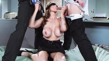 Порно пустили полицейских по кругу девушками порно кунилингус